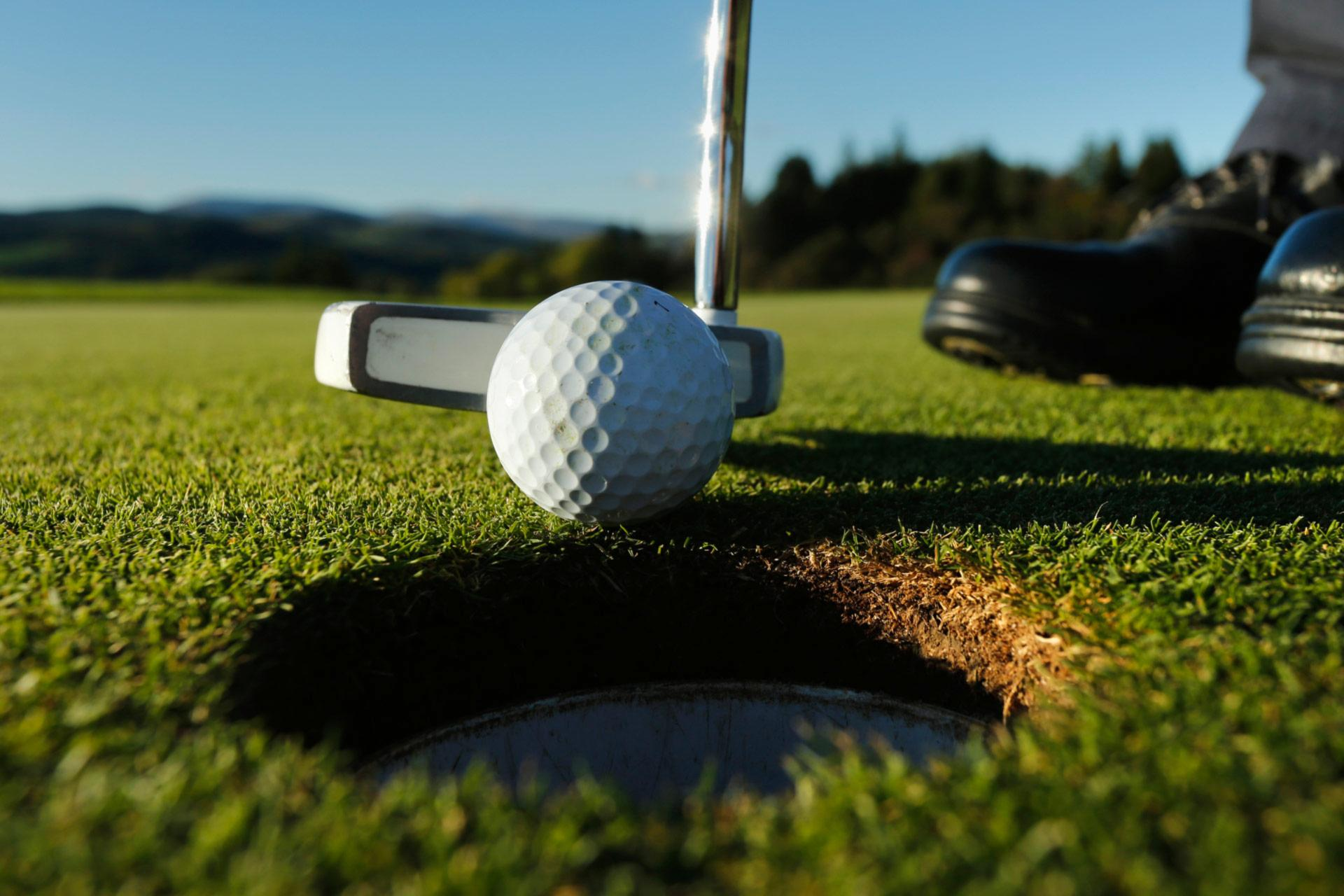 Why You Need a Golf Clubs Rental Service